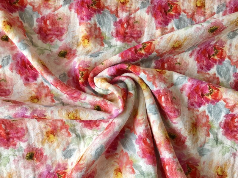Muslins - puķes uz gaiša fona