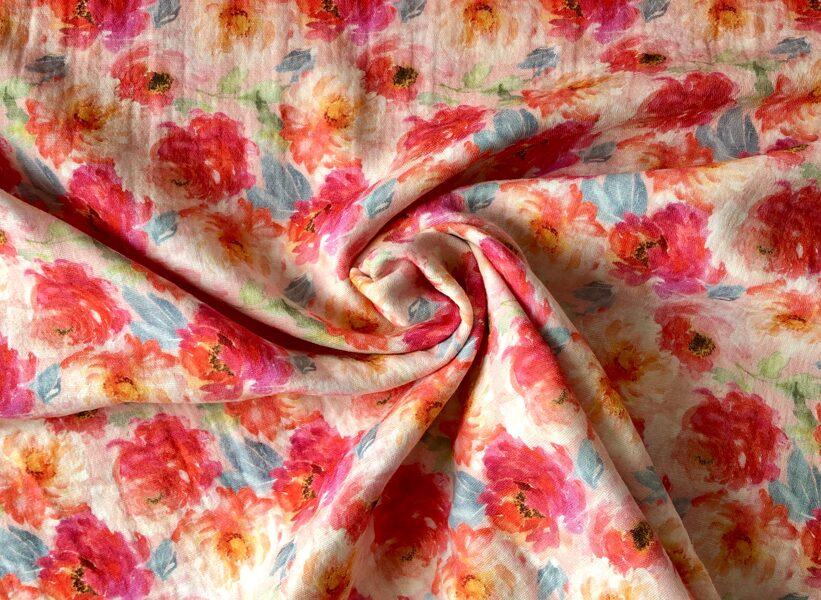 Muslins - puķes uz rozā fona
